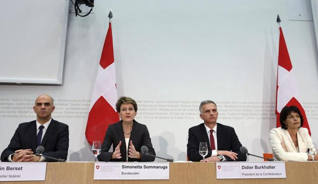 Swiss Justice Minister Simonetta Sommaruga (2nd L) addresses a news conference next to Interior Minister Alain Berset (L), President and Foreign Minister Didier Burkhalter (2nd R) and Minister of Environment, Transport, Energy and Communications Doris Leuthard in Bern February 9, 2014. REUTERS-Thomas Hodel