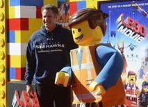 """Актер Уилл Феррелл на премьере фильма """"Лего. Фильм"""" в Лос-Анджелесе 1 февраля 2014 года. Анимационная картина о приключениях человечков из детского конструктора Lego собрала в прокате США и Канады $69,1 миллиона и с легкостью обогнала новый фильм с Джорджем Клуни """"Охотники за сокровищами"""". REUTERS/Phil McCarten"""
