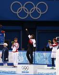 Канадец Шарль Амлен (в центре) радуется победе в шорт-треке на дистанции 1.500 метров, слева от него занявший второе место китаец Тянью Хань, справа - бронзовый призер россиянин Виктор Ан. Фотография сделана 10 февраля 2014 года. Российский конькобежец Виктор Ан завоевал бронзовую медаль Олимпийских игр в Сочи в шорт-треке на дистанции 1.500 метров, ставшую для сборной России первой наградой в этой дисциплине за всю историю. REUTERS/David Gray