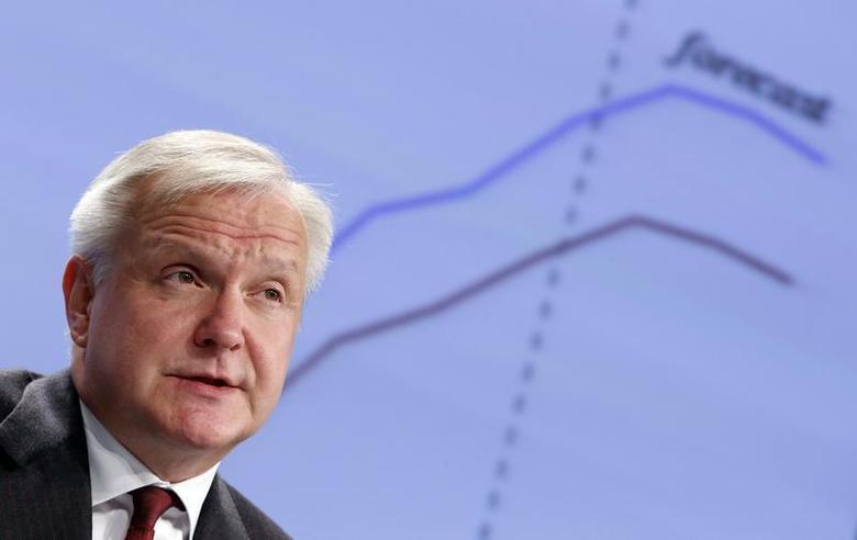 European Union Economic and Monetary Affairs Commissioner Olli Rehn presents the EU executive's autumn economic forecasts during a news conference at the EU Commission headquarters in Brussels November 5, 2013. REUTERS/Francois Lenoir