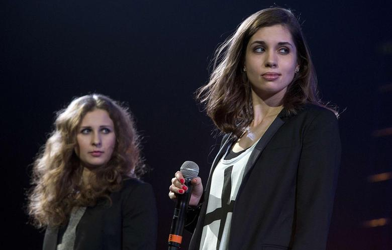 Russian punk band Pussy Riot members Maria Alyokhina (L) and Nadezhda Tolokonnikova speak on stage during Amnesty International's ''Bringing Human Rights Home'' concert in the Brooklyn borough of New York February 5, 2014. REUTERS/Carlo Allegri