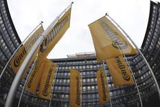 Continental va racheter Veyance Technologies, une filiale du groupe américain de capital-investissement Carlyle pour environ 1,4 milliard d'euros. /Photo d'archives/REUTERS/Kai Pfaffenbach
