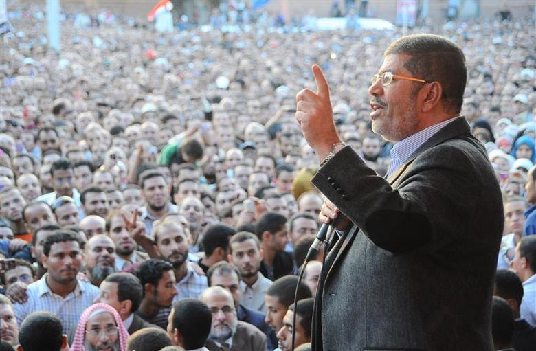 Egypt's President Mohamed Mursi speaks to supporters in front of the presidential palace in Cairo November 23, 2012 file photo. REUTERS/Egyptian Presidency/Handout