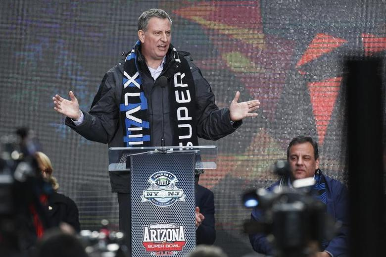 New York Mayor Bill de Blasio speaks to the guest as he attends the Super Bowl Hand-Off Ceremony at the Boulevard fan zone ahead of Super Bowl XLVIII in New York February 1, 2014 file photo. REUTERS/Eduardo Munoz