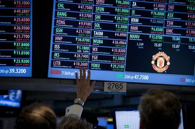 Wall St. closes slightly up; investors look to Yellen