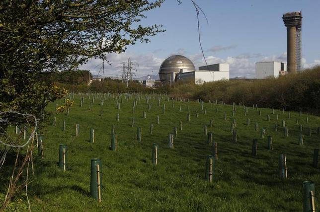 A view of the Sellafield nuclear reprocessing site near Seascale in Cumbria, England April 12, 2011. Picture taken April 12, 2011. REUTERS/David Moir