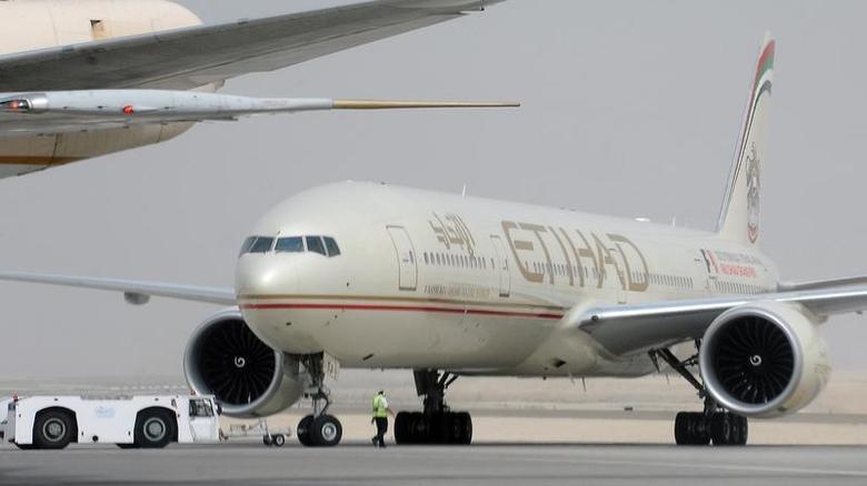 An engineer walks near an Etihad Airways aircraft at Abu Dhabi International Airport, September 19, 2012. REUTERS/Ben Job