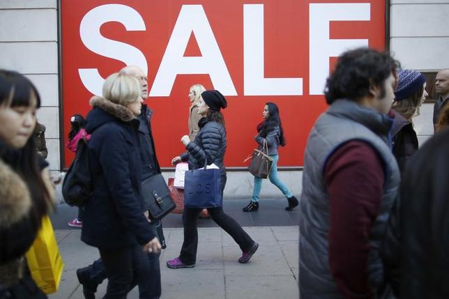 Shoppers pass a sale sign on Oxford Street in central London December 28, 2013. REUTERS/Olivia Harris