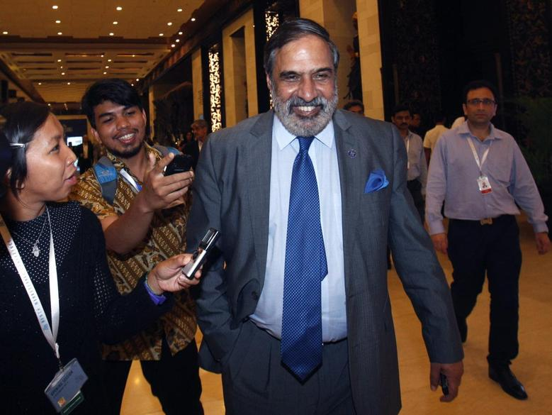 India's Trade Minister Anand Sharma walks to a meeting at the ninth World Trade Organization (WTO) Ministerial Conference in Nusa Dua, on the Indonesian resort island of Bali December 7, 2013. REUTERS/Edgar Su