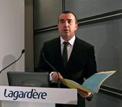"""Arnaud Lagardère, patron du groupe éponyme. L'entreprise relève son objectif de résultat pour 2013, en dépit d'une baisse de son chiffre d'affaires sur l'exercice, grâce à une fin d'année porteuse dans les secteurs de l'édition et du """"travel retail"""". /Photo d'archives/REUTERS/Jacky Naegelen"""