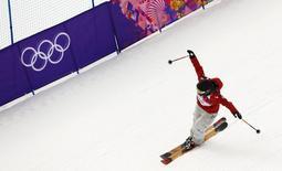 Канадская лыжница Дара Хоуэлл радуется победе в слоупстайле на Играх в Сочи 11 февраля 2014 года. Канадская лыжница Дара Хоуэлл завоевала золотую медаль Олимпиады в дисциплине слоупстайл. REUTERS/Lucas Jackson