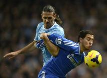 Chelsea's Eden Hazard (R) is challenged by Manchester City's Martin Demichelis during their English Premier League soccer match at the Etihad Stadium in Manchester, northern England, February 3, 2014. REUTERS/Nigel Roddis