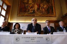 Selon le premier président de la Cour des comptes, Didier Migaud, il pourrait manquer jusqu'à 6 milliards d'euros de recettes fiscales cette année pour atteindre l'objectif de réduction du déficit public du gouvernement. /Photo prise le 11 février 2014/REUTERS/Benoît Tessier