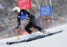 اللبنانية جاكي شمعون اثناء المشاركة في سباق تزلج على الجليد في النمسا يوم 14 فبراير شباط 2013. رويترز