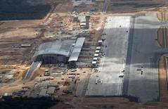 Vista aérea das obras do aeroporto São Gonçalo do Amarante (RN), primeiro terminal sob concessão da iniciativa privada no país. Foto de 22/01/2012 REUTERS/Sergio Moraes