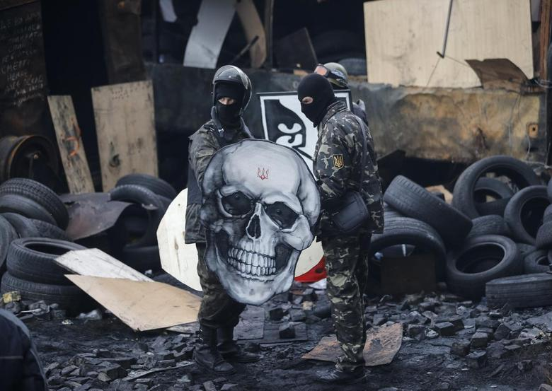 Anti-government protesters are seen at the barricades in Kiev February 11, 2014. REUTERS/Stringer