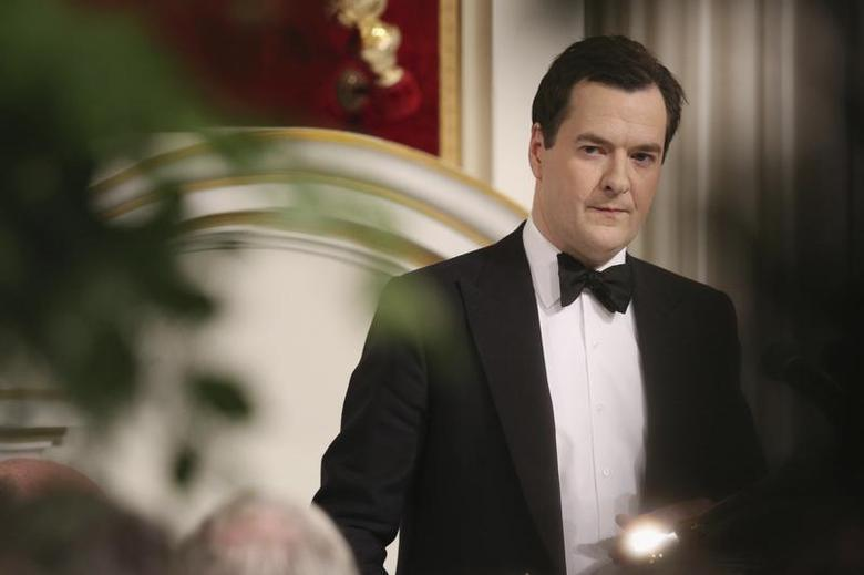 Britain's Chancellor of the Exchequer George Osborne speaks during the 'Lord Mayor's Dinner to the Bankers and Merchants of the City of London' at the Mansion House in London June 19, 2013. REUTERS/Oli Scarff/POOL
