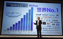 Masayoshi Son, le directeur général de Softbank, en conférence de presse à Tokyo. Le troisième opérateur mobile japonais par le nombre d'abonnés a enregistré un bénéfice net en baisse de 13,4% à 97,25 milliards de yens (696 millions d'euros) au troisième trimestre, une vague d'acquisitions (notamment les américains Sprint et Brightstar) ayant généré des coûts d'intégration élevés. /Photo prise le 12 février 2014/REUTERS/Yuya Shino