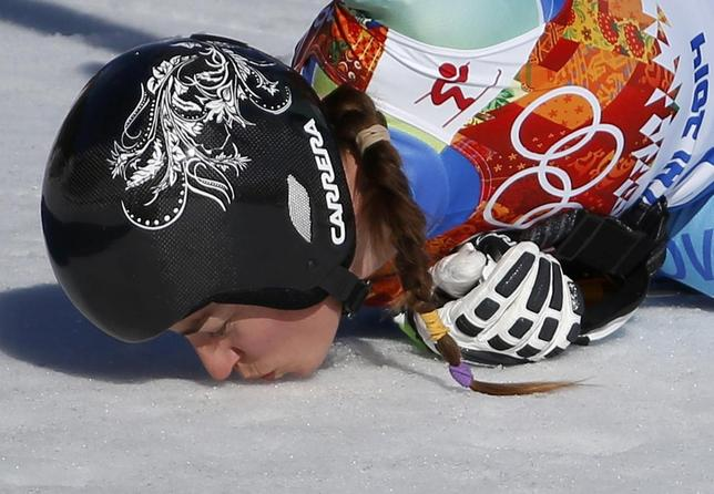 Slovenia's Tina Maze kisses the snow after the women's alpine skiing downhill event at the 2014 Sochi Winter Olympics at the Rosa Khutor Alpine Center February 12, 2014. REUTERS/Leonhard Foeger