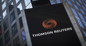 Thomson Reuters a vu son bénéfice d'exploitation reculer de 50% au quatrième trimestre, Jim Smith, directeur général du groupe mondial d'informations, reconnaissant que l'environnement était plus difficile que prévu. /Photo prise le 29 octobre 2013/REUTERS/Carlo Allegri