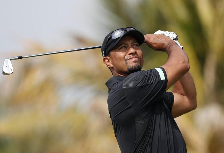 Tiger Woods of the U.S. tees off on the fourth hole during the second round of the 2014 Omega Dubai Desert Classic in Dubai January 31, 2014. REUTERS/Ahmed Jadallah