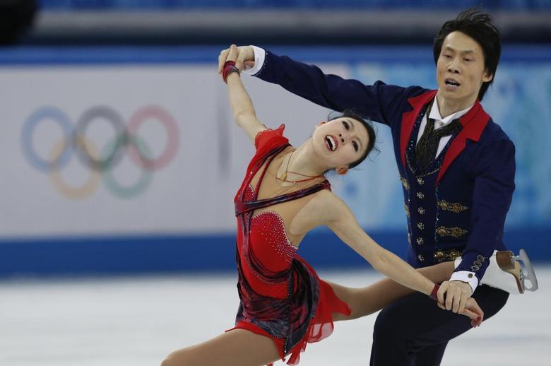 China's Pang Qing (L) and Tong Jian compete during the figure skating pairs free skating at the Sochi 2014 Winter Olympics, February 12, 2014. REUTERS/Alexander Demianchuk