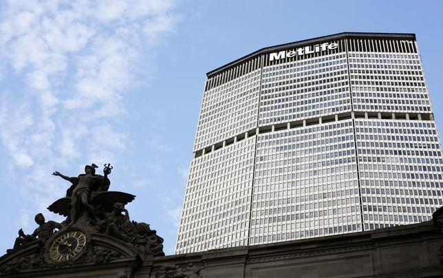 A statue stands atop Grand Central Station in front of the MetLife building in New York, October 8, 2008. REUTERS/Lucas Jackson