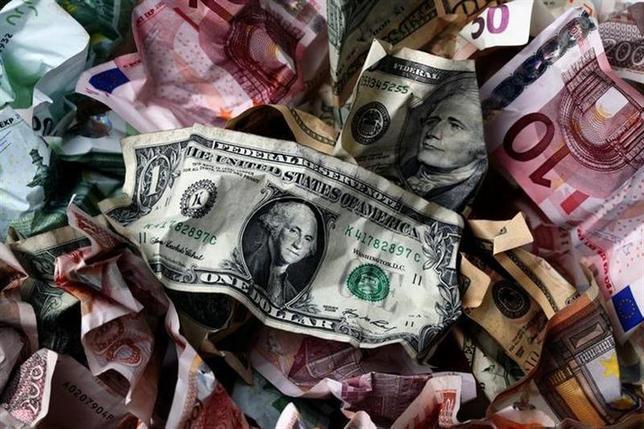 2月12日、先月は新興国経済をめぐる噴煙が投資家の目に染み入る展開となったが、金融市場は落ち着きを取り戻している。写真は2011年1月クロアチアのザグレブにて(2014年 ロイター/Nikola Solic)
