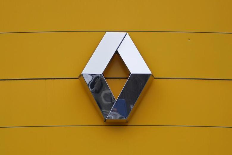 The logo of French car manufacturer Renault is seen at their dealership in Haguenau, North Eastern France, January 21, 2014. REUTERS/Vincent Kessler
