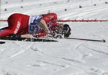 Юстина Ковальчик на финише 10-километровой гонки на Олимпиаде в Сочи 13 февраля 2014 года. Польская лыжница Юстина Ковальчик принесла в четверг своей стране вторую золотую медаль на Олимпийских играх в Сочи, пробежав быстрее всех 10-километровую дистанцию классическим стилем. REUTERS/Stefan Wermuth