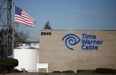 Le câblo-opérateur américain Comcast a annoncé jeudi son intention de racheter son concurrent Time Warner Cable pour environ 45,2 milliards de dollars (33,1 milliards d'euros) payables en actions. /Photo d'archives/REUTERS/Mike Blake