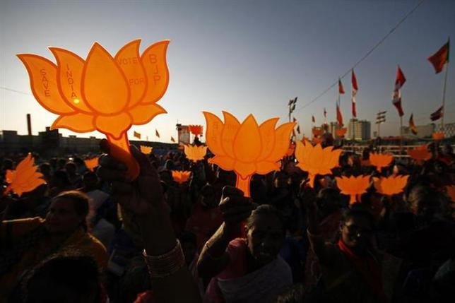 Supporters of Gujarat's chief minister and Hindu nationalist Narendra Modi, the prime ministerial candidate for Bharatiya Janata Party (BJP), hold BJP symbols during a rally being addressed by Modi ahead of the 2014 general elections, in Chennai February 8, 2014. REUTERS/Babu