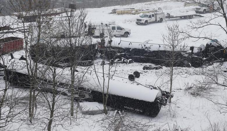 The wreckage of a train derailment is seen in the snow near Vandergrift, Pennsylvania February 13, 2014. REUTERS/Jason Cohn