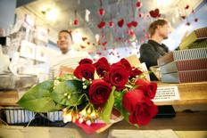 A person purchases roses at florist on Valentine's Day in Los Angeles, California February 14, 2013. REUTERS/Mario Anzuoni
