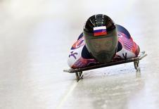 Российская скелетонистка Елена Никитина проходит олимпийскую трассу в Сочи 13 февраля 2014 года. В пятницу на зимних Олимпийских играх в Сочи будут разыграны шесть комплектов медалей. REUTERS/Murad Sezer