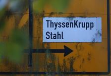 ThyssenKrupp annonce une hausse plus marquée que prévu de son résultat d'exploitation (Ebit) courant sur les trois derniers mois de 2013, premier trimestre de l'exercice 2013-2014, avec un bond de 131% à 247 millions d'euros alors que les analystes financiers interrogés par Reuters attendaient en moyenne 213 millions. /Photo prise le 14 janvier 2014/REUTERS/Ina Fassbender