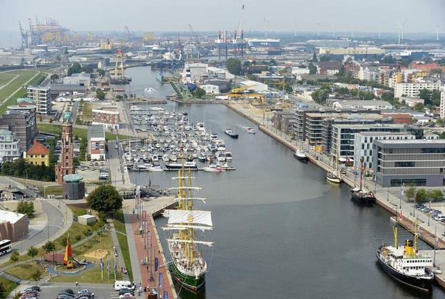 General view at the harbour of Bremerhaven August 29, 2013. REUTERS/Fabian Bimmer