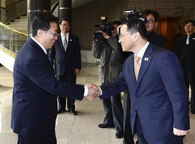 North, South Korea agree on family reunions, no link...