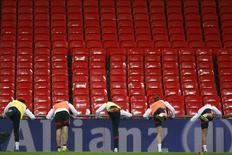 """Игроки сборной Германии на тренировке на стадионе """"Уэмбли"""" в Лондоне 18 ноября 2013 года. REUTERS/Andrew Winning"""