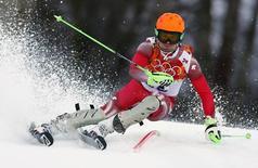 Швейцарский горнолыжник Сандро Вилетта принимает участие в соревнованиях в суперкомбинации на Играх в Сочи 14 февраля 2014 года. Швейцарский горнолыжник Сандро Вилетта стал в пятницу сильнейшим в суперкомбинации, объединяющей скоростной спуск и слалом, и принес своей стране вторую за день медаль высшей пробы. REUTERS/Dominic Ebenbichler
