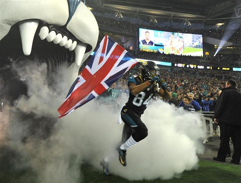 Jacksonville Jaguars wide receiver Cecil Shorts carries Britain's Union Jack as he enters the field before the Jaguars met the San Francisco 49ers during their NFL football game at Wembley Stadium in London, October 27, 2013. REUTERS/Toby Melville