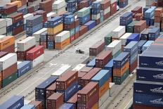 Les prix à l'exportation ont augmenté pour le troisième mois consécutif en janvier aux Etats-Unis, un signal favorable pour la demande et pour les entreprises américaines. Les prix des biens et services américains vendus à l'étranger ont enregistré une hausse de 0,2% sur un mois. /Photo d'archives/REUTERS/Aly Song
