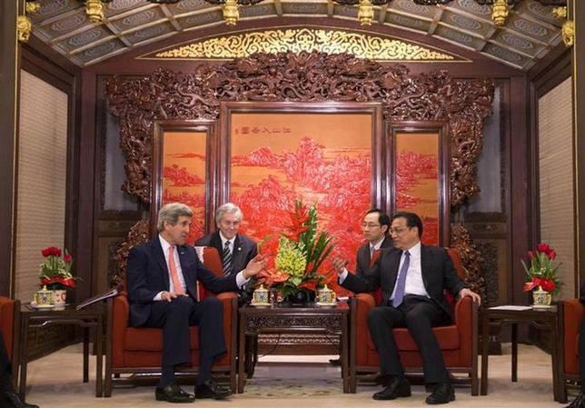 U.S. Secretary of State John Kerry (L) meets with Chinese Premier Li Keqiang at the Zhongnanhai Leadership Compound in Beijing February 14, 2014. REUTERS/Evan Vucci/Pool