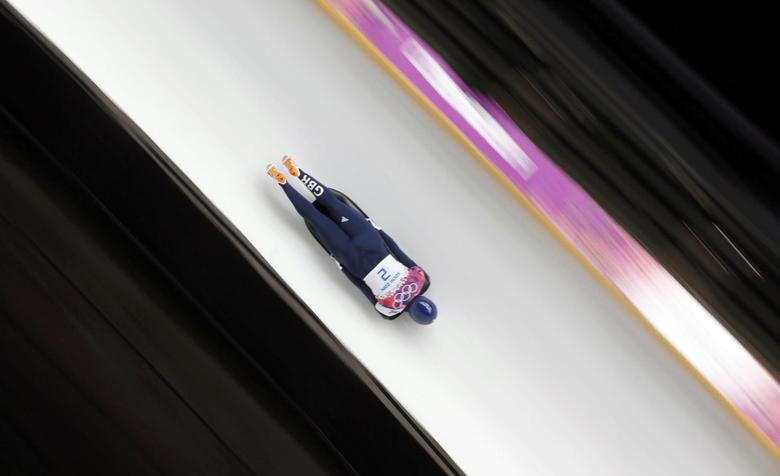 Britain's Elizabeth Yarnold speeds down the track in the women's skeleton event at the 2014 Sochi Winter Olympics February 14, 2014. REUTERS/Fabrizio Bensch