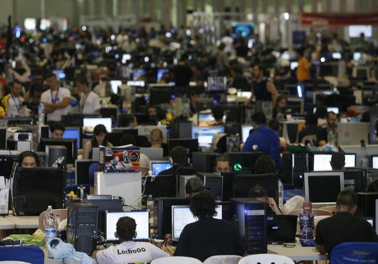 People surf the web during the annual ''Campus Party'' Internet users gathering in Valencia July 28, 2009. REUTERS/Heino Kalis
