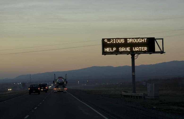 A sign advising motorists of a drought is seen along Interstate 5 near Canuta Creek, California February 14, 2014. REUTERS/Robert Galbraith