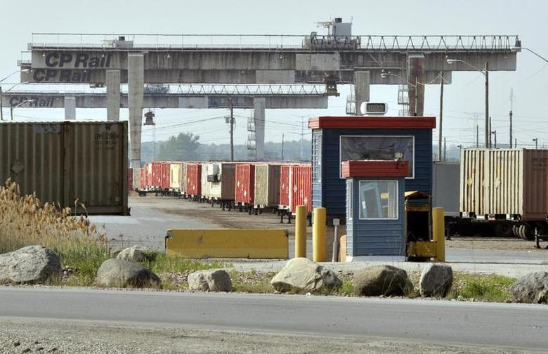 Canadian Pacific Railway cranes sit idle at the Intermodal Terminal in Vaughan, Ontario May 23, 2012. REUTERS/Mike Cassese