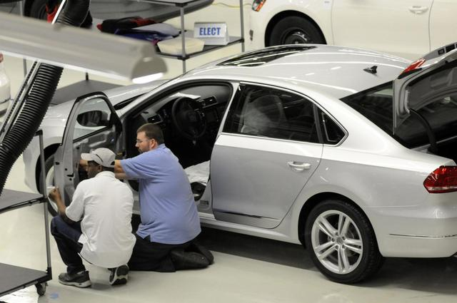 Volkswagen employees inspect a VW 2012 Passat in the assembly finish department in Chattanooga Tennessee in this December 1, 2011 file photo. REUTERS/Billy Weeks/Files