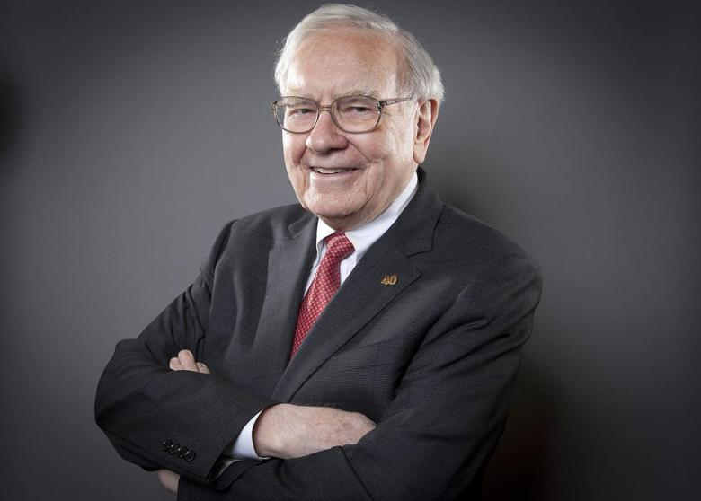 Warren Buffett, Chairman of the Board and CEO of Berkshire Hathaway, poses for a portrait in New York October 22, 2013. REUTERS/Carlo Allegri