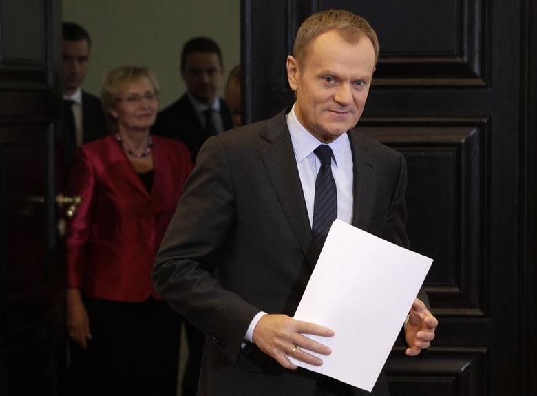Poland's Prime Minister Donald Tusk arrives at a news conference to present a reshuffle in his government, at Prime Minister's Chancellery in Warsaw November 20, 2013. REUTERS/Kacper Pempel